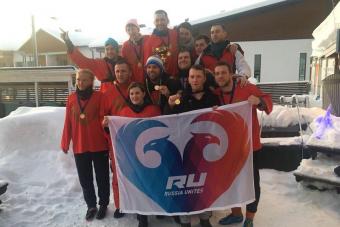 Болельщики и футбол на снегу в Финляндии
