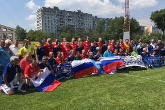 Россияне обыграли болельщиков сборной Японии вматче ветеранов