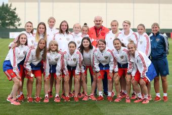 Женская молодежная сборная U-19 встретилась с мужской национальной командой