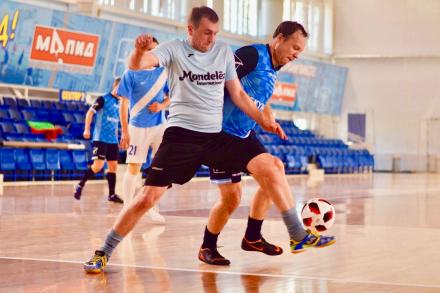Временное двоевластие и другие промежуточные итоги в Третьем дивизионе.