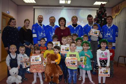 Хоккеисты и дети