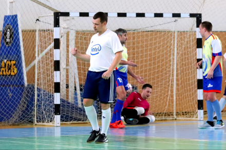 Три мяча Дмитрия Ёлкина помогают