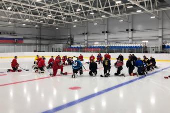 Хоккеисты команд АХЛ начали тренировку с минуты молчания в память о Тимуре Файзутдинове