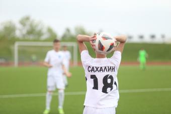 «Сахалин» одержал первую победу
