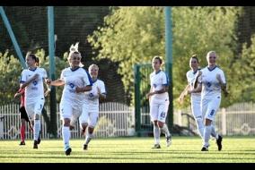 Нелли Коровкина празднует с бойфрендом гол в ворота